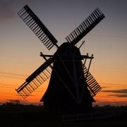 Windmühle im Abendlicht